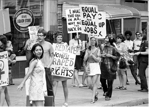 women s right movement Although the women's rights movement can be chronologically traced through three interlocking waves, with vastly different focuses through each of these eras, the struggle for true equality has been constant and never-ending since the 1840's.
